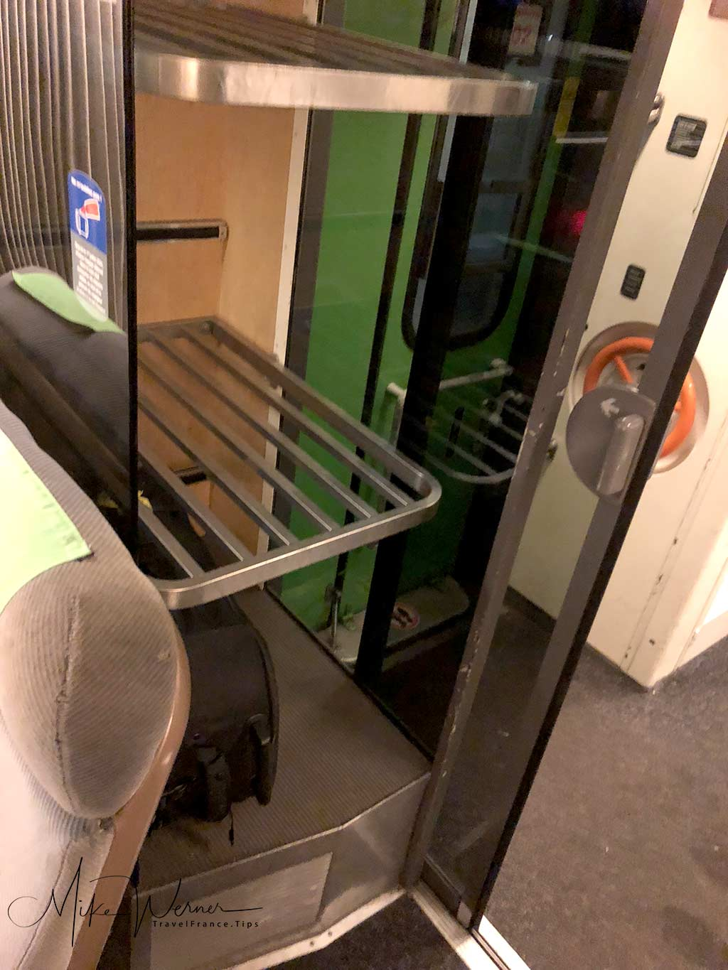 """Luggage area in the old """"Corail"""" Intercites train"""