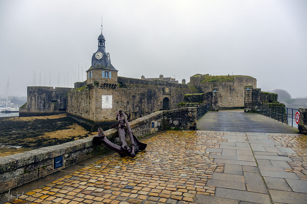 """Walled city/town of Concarneau on an """"almost-island"""""""