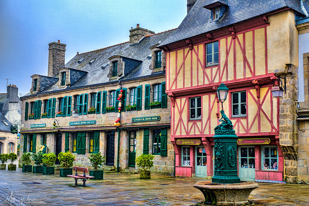 Shops and restaurants inside the walled city/town of Concarneau