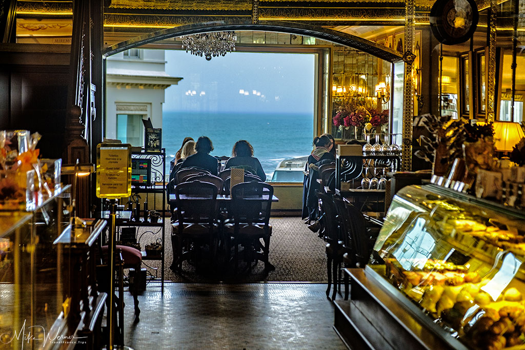 Bakery with tables and a view in Biarritz