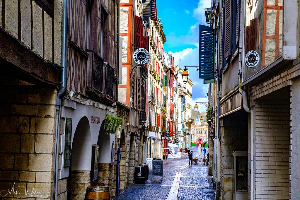 Narrow streets of Bayonne centre