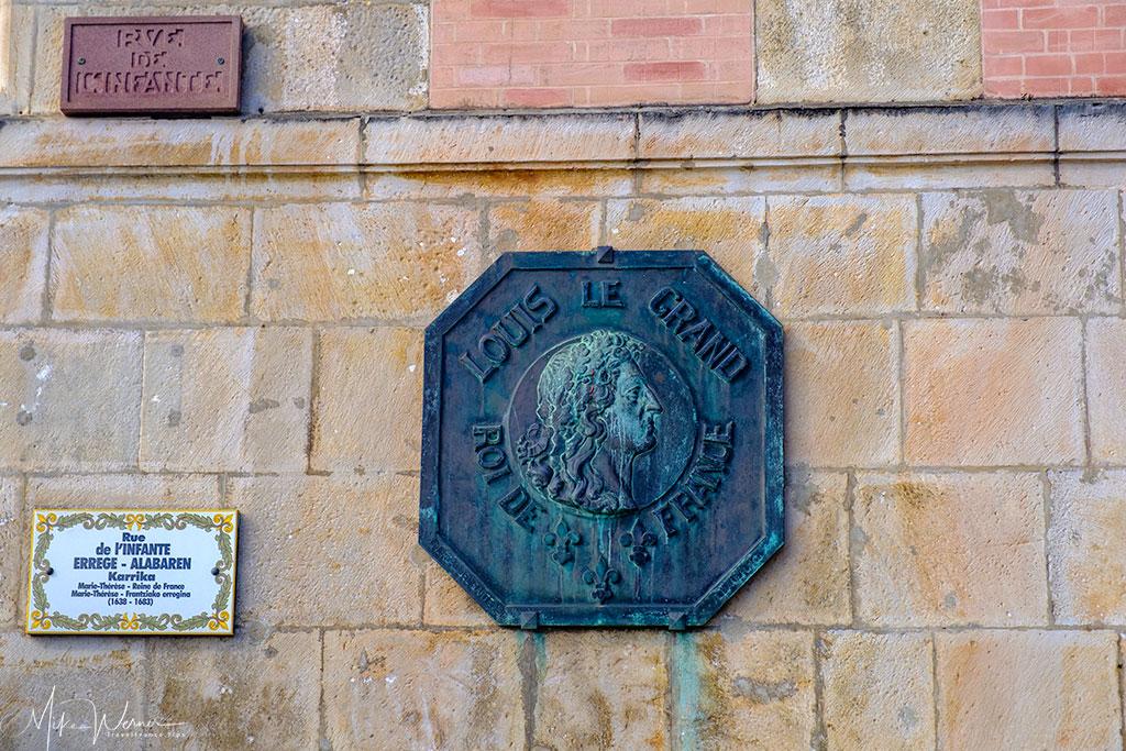 House sign of the Maison de l'Infante in St-Jean-de-Luz