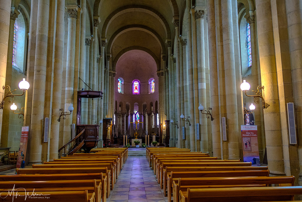 Main hall of the Cathedral 'Cathedrale Saint-Apollinaire de Valence'