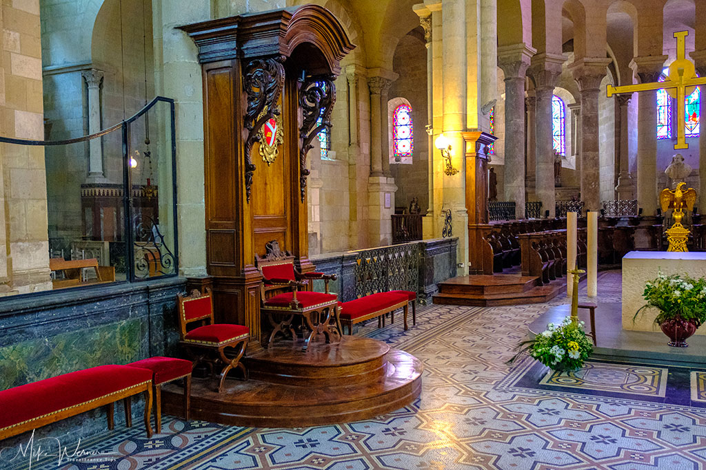 Bishop's seat in the Cathedral 'Cathedrale Saint-Apollinaire de Valence'