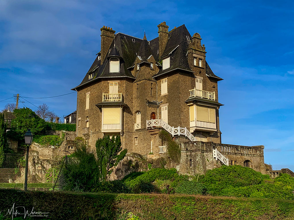 A villa alongside the Dinard coastline