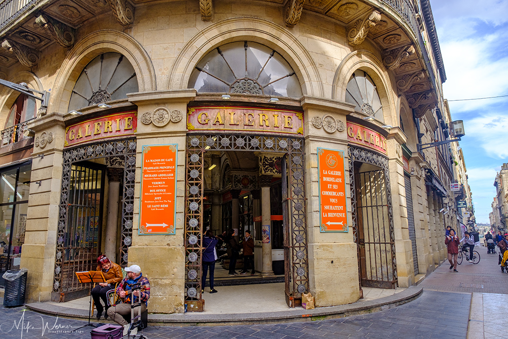 One of many shopping galleries in Bordeaux