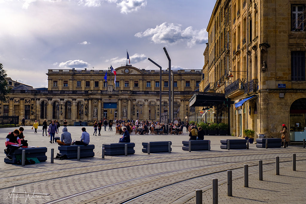 Bordeaux's City Hall on a pleasant square