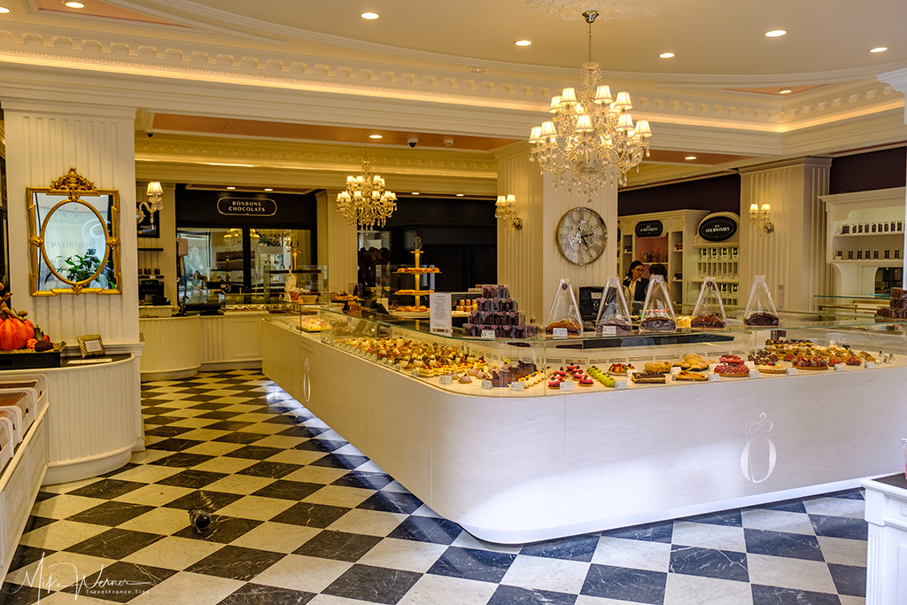 Upmarket pastry shop in Bordeaux