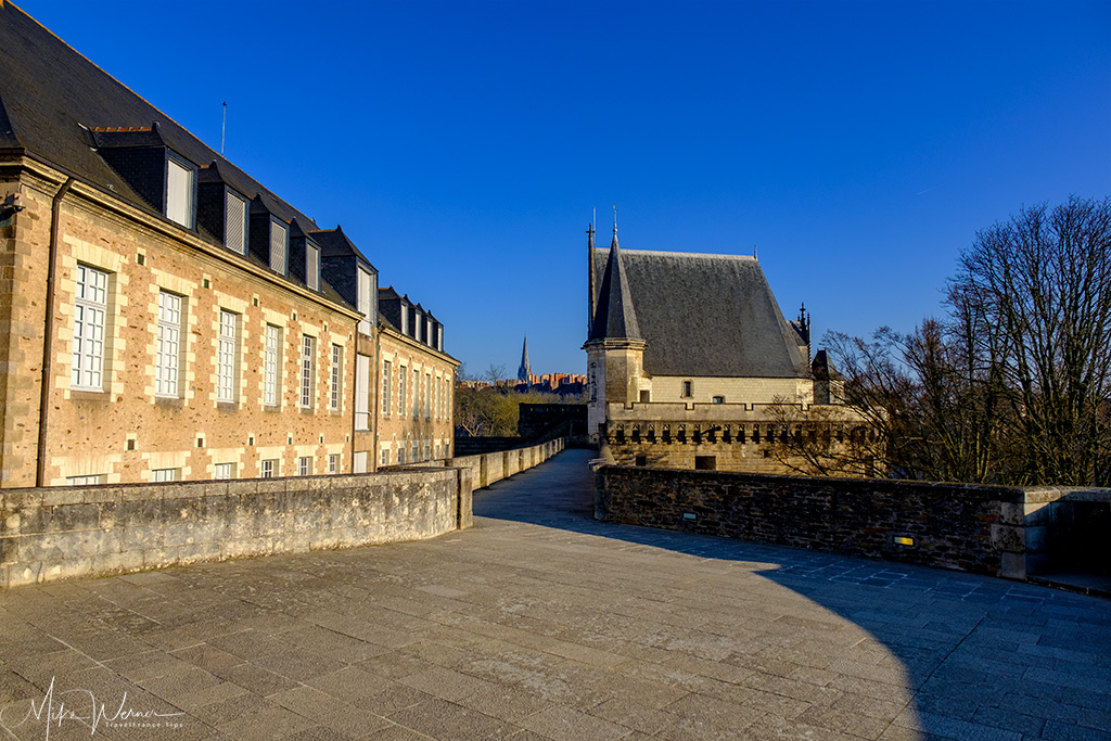 Sometimes the walls are very wide in the Nantes castle