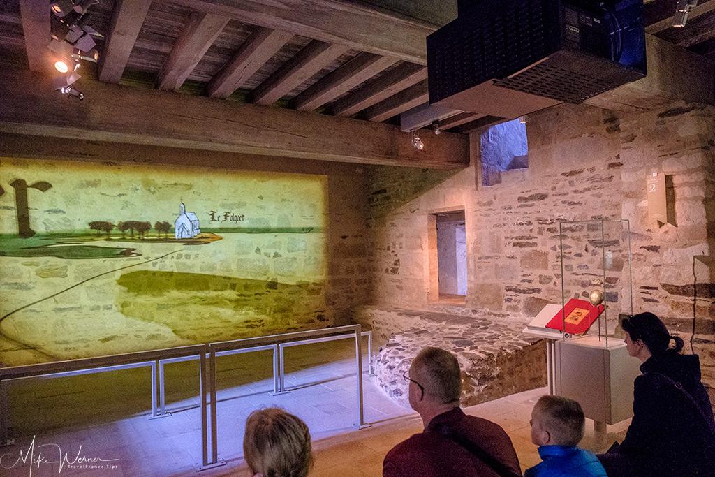 A movie explaining the life of the castle inside the Nantes castle museum