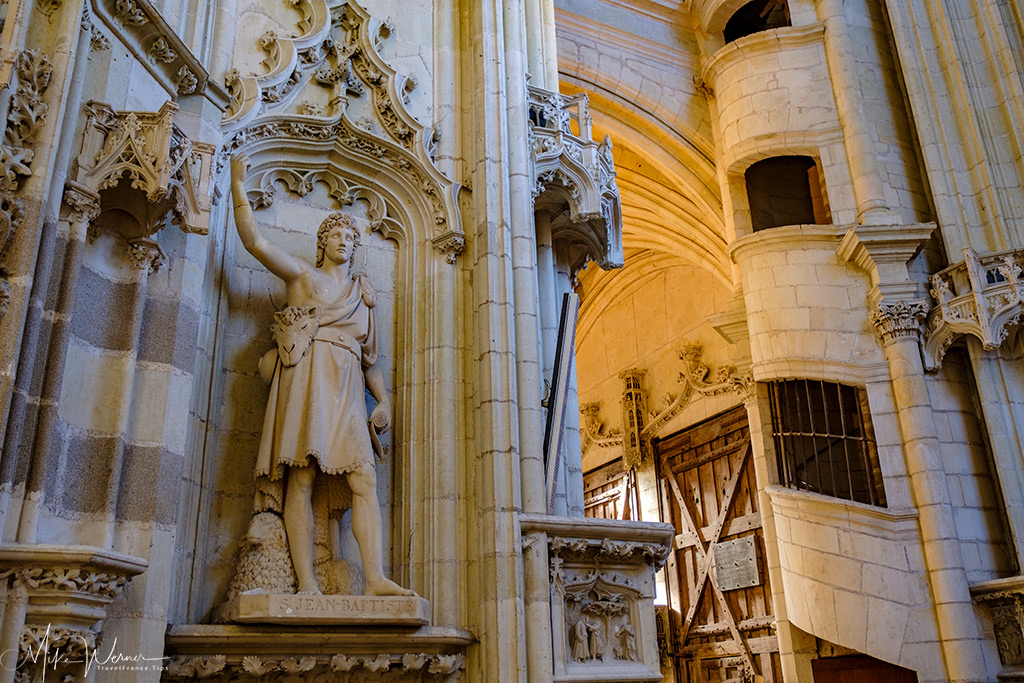 Statue, doorway and stairs in the cathedral of Nantes