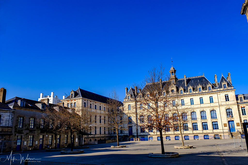 The Jules-Simon school next to the City Hall of Vannes