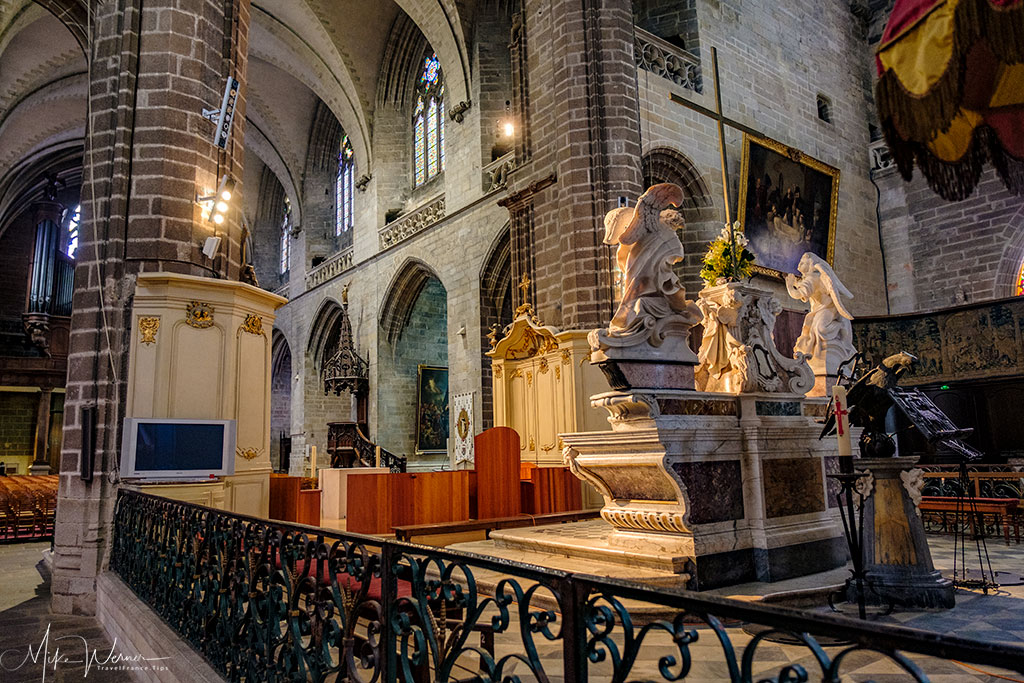 Statues in the Saint-Pierre Cathedral in Vannes, Brittany