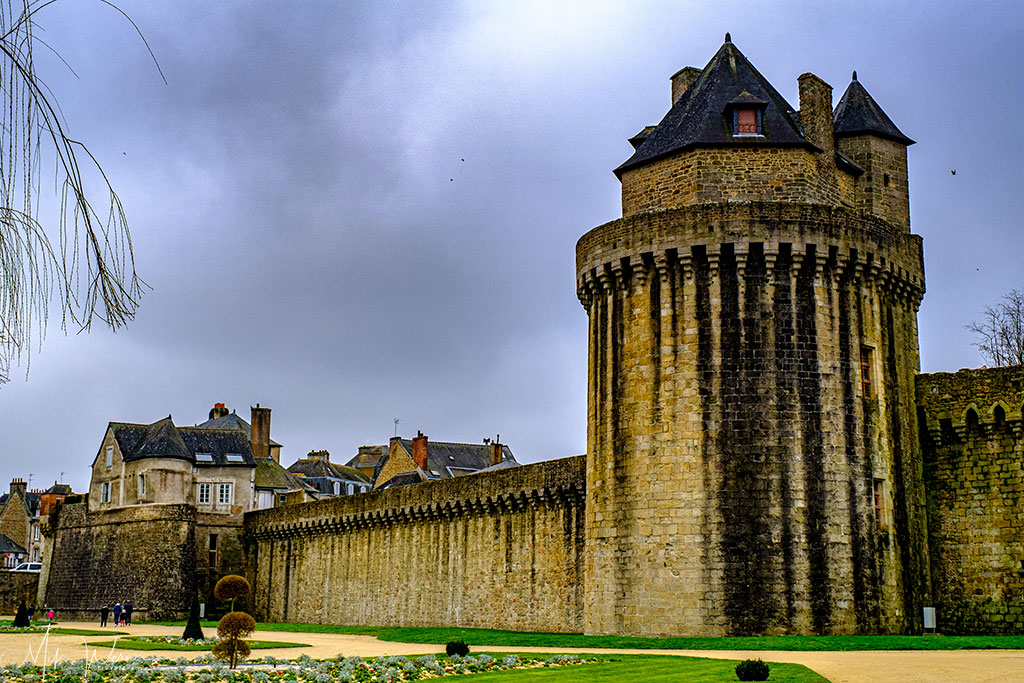 Connetable Tower alongside the Vannes ramparts