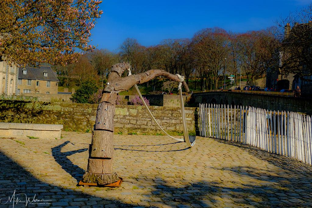 Slingshot art alongside the ramparts of Vannes