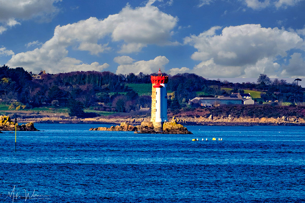 Lighthouse in the bay of Ploubazlanec in Brittany