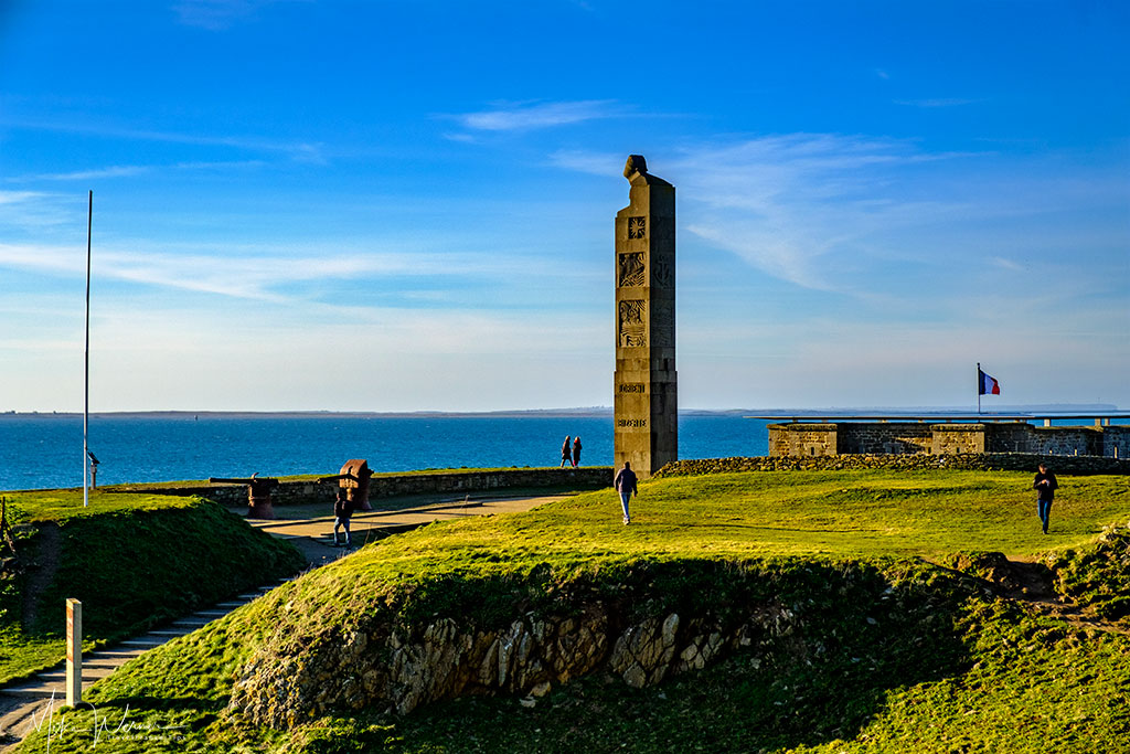 """The """"memorial aux marins morts pour la France"""" (Memorial for the sailors who died for France) at Pointe Saint-Mathieu, Brittany"""
