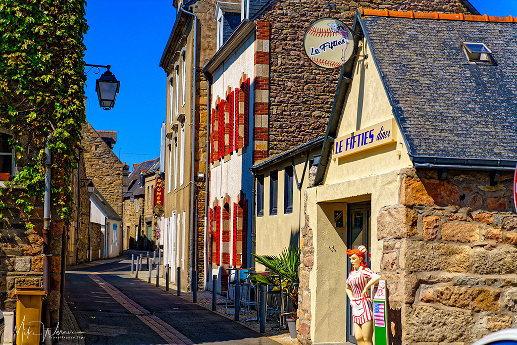 Restaurants in the old city centre of Paimpol, Brittany