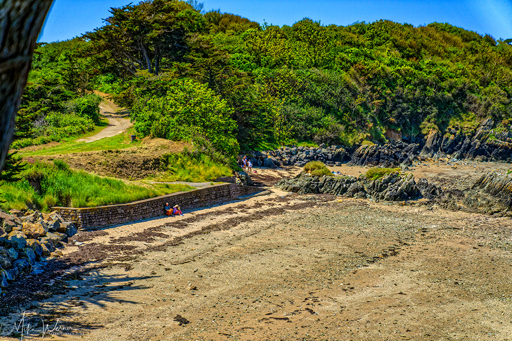 Secluded beach of the Pointe-de-Guilben in Paimpol