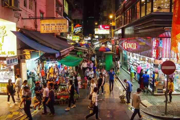 Hong Kong's market at night