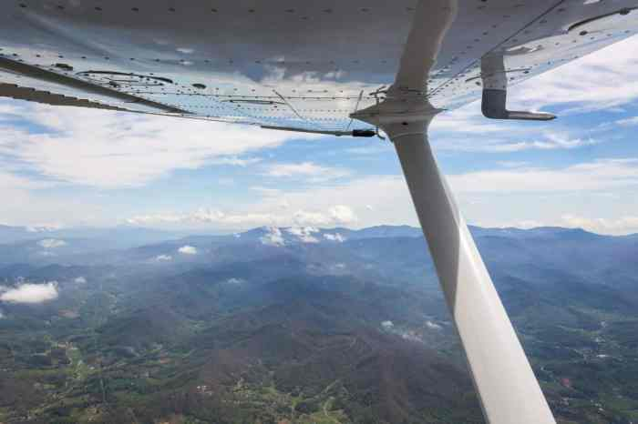 Flying a Cessna 172 Over the Mountains of North Carolina