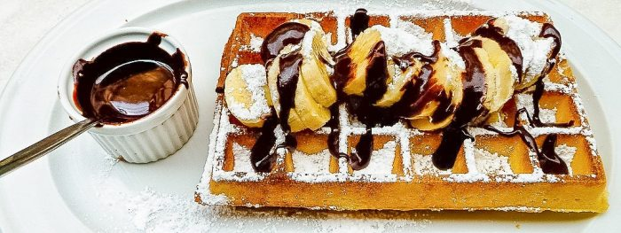 Brussels waffle with banana and chocolate