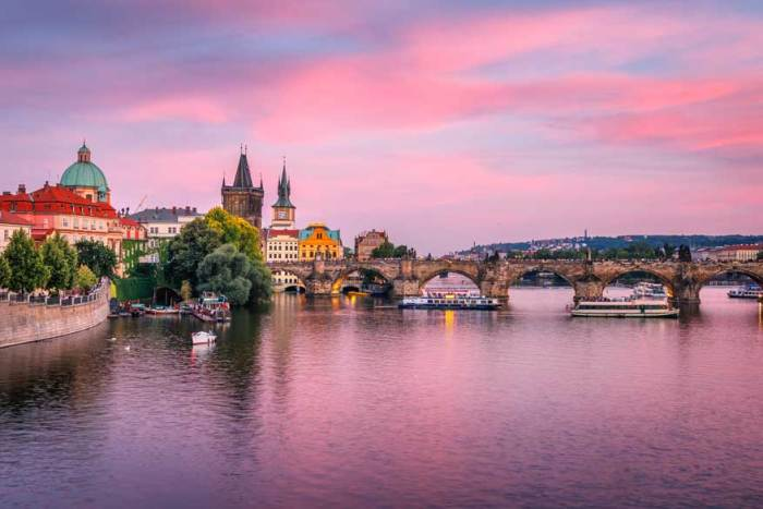 Make a great English teacher salary in the Czech Republic