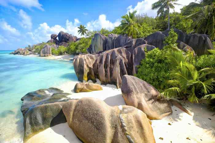 "This summer's island hopping ""it"" destination is the Seychelles!"