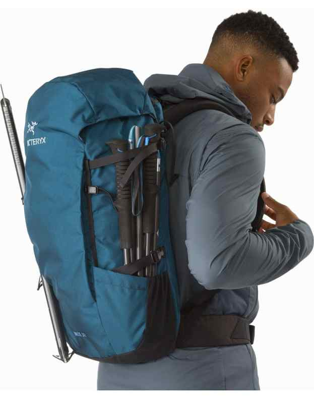 Man with a blue Arc'teryx Brize 32L Hiking Pack