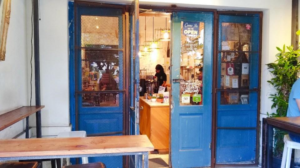 blue doors tempat ngopi di bandung