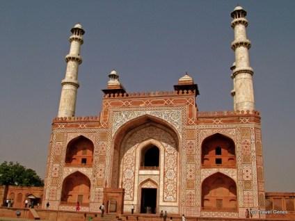01-akbar's tomb