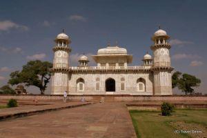 02-Agra_Itimad-ud-Daula's_Tomb