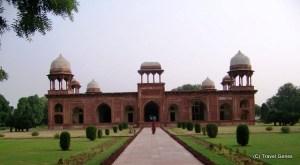 04-Mariam's_Tomb,_Sikandra,_Agra
