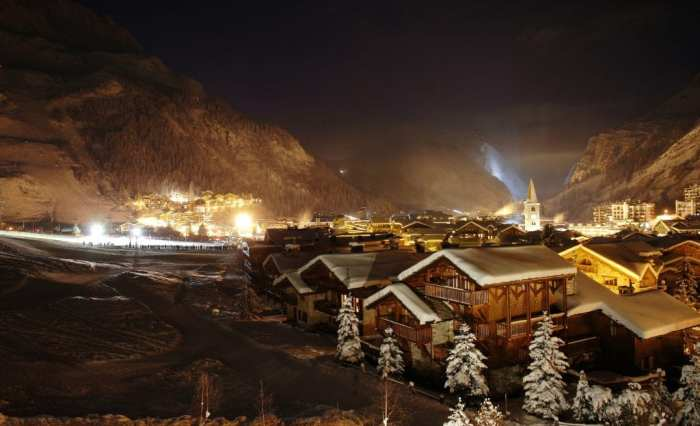 Val d'Isere village night