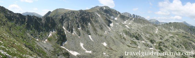 Papusa peak seen from Galesu valley