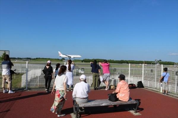 十余三「東雲の丘」から成田空港の滑走路Bを撮影