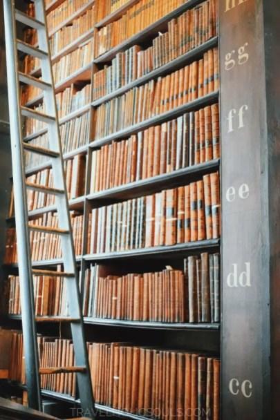 Particolare-libreria-trinity-college