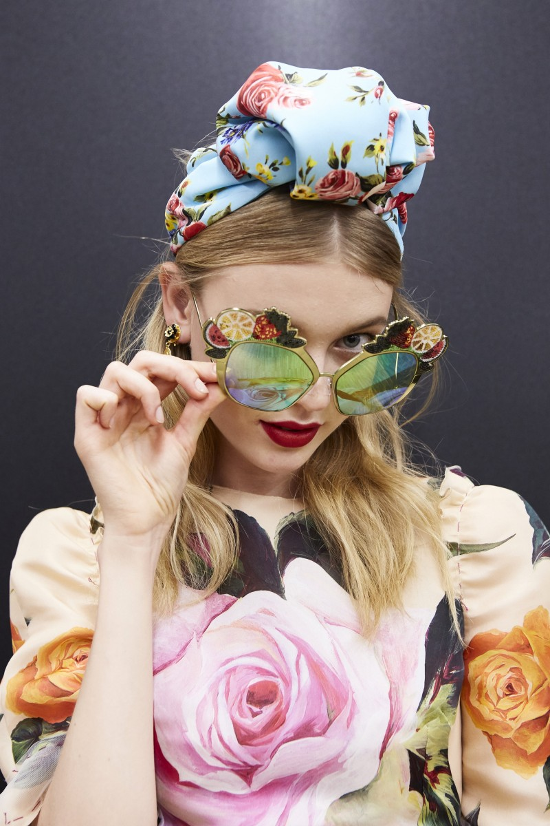 dolce-and-gabbana-summer-2017-women-fashion-show-backstage-371-800x1200