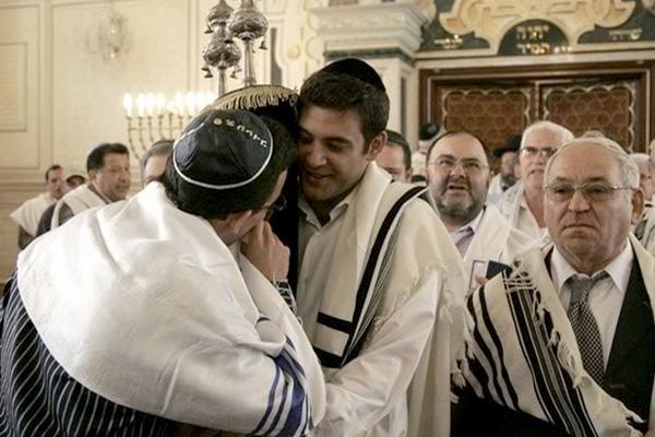 Moroccan Jewish synagogue yom kippur torah