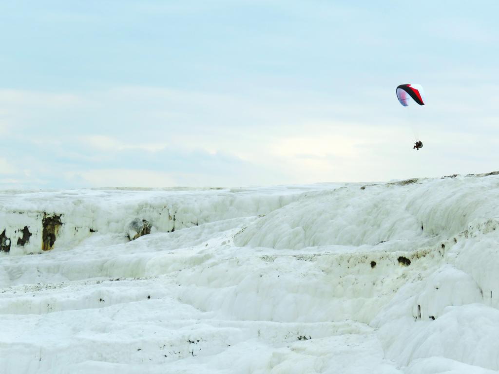 【夢幻雲端的白色梯田】土耳其棉花堡Pamukkale - 輕旅行