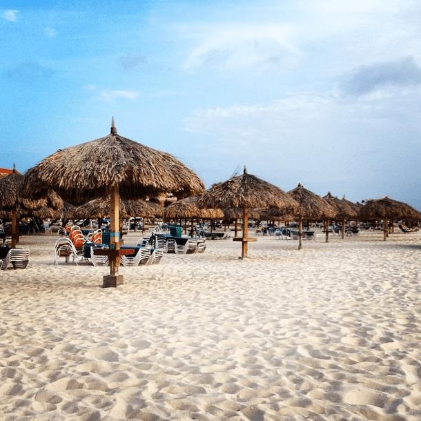 Drinking and gambling age in aruba desert rain casino morongo