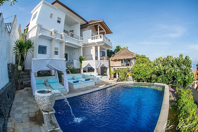 where to stay in amed bali