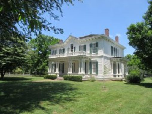 This lovely home is located in New Madrid, MO.