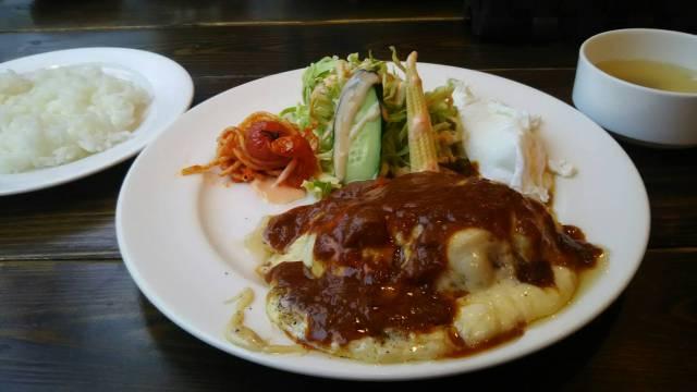 富良野ハンバーグレストランテューバーズのチーズハンバーグです