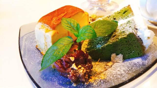 函館カフェチュチュのデザートセットで抹茶のシフォンケーキとプリンのセット
