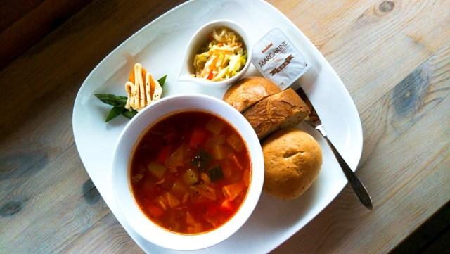 ニセコの野菜カフェ「メープル」のスーププレート