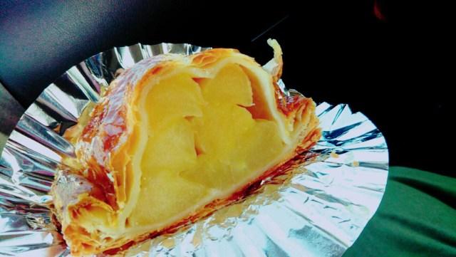 十和田湖マリンブルーの手作りアップルパイ!
