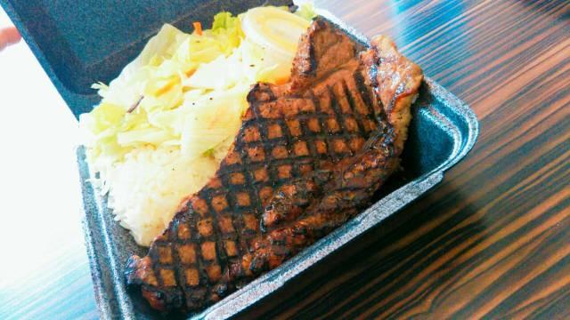 ハワイ「チャンピオンズ」のステーキ