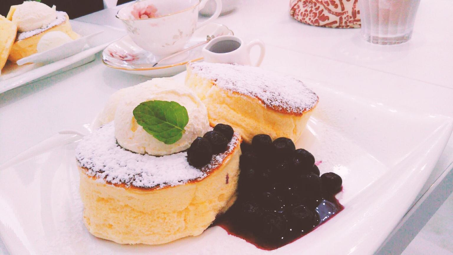 函館「ティールームアリス」のパンケーキ!ティーカップも可愛い