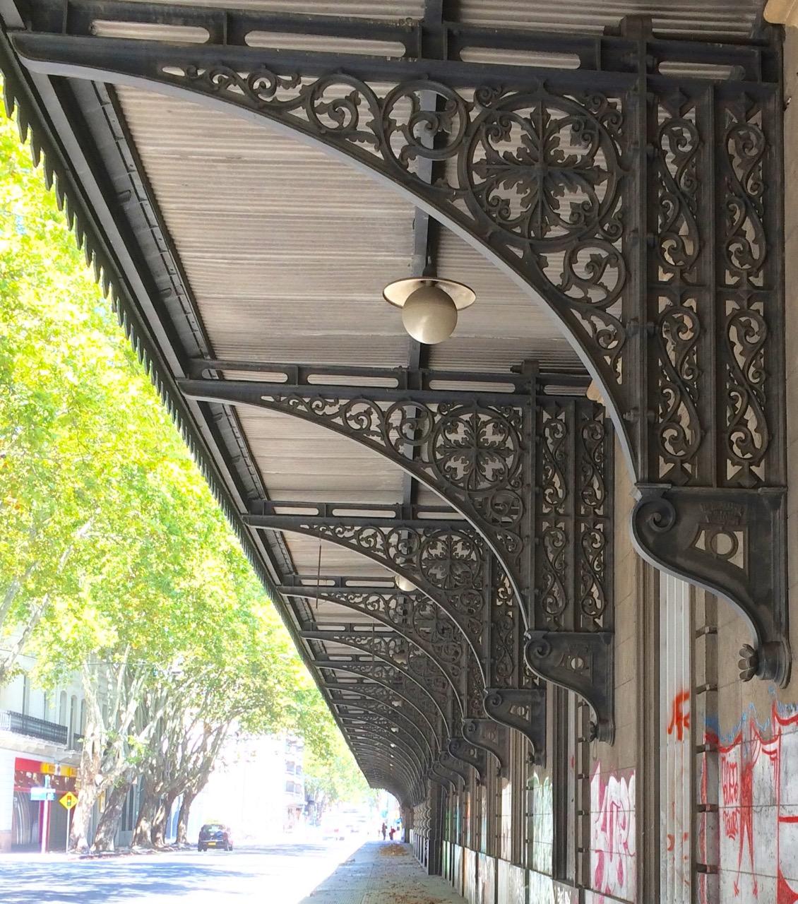 The former central station: building detail
